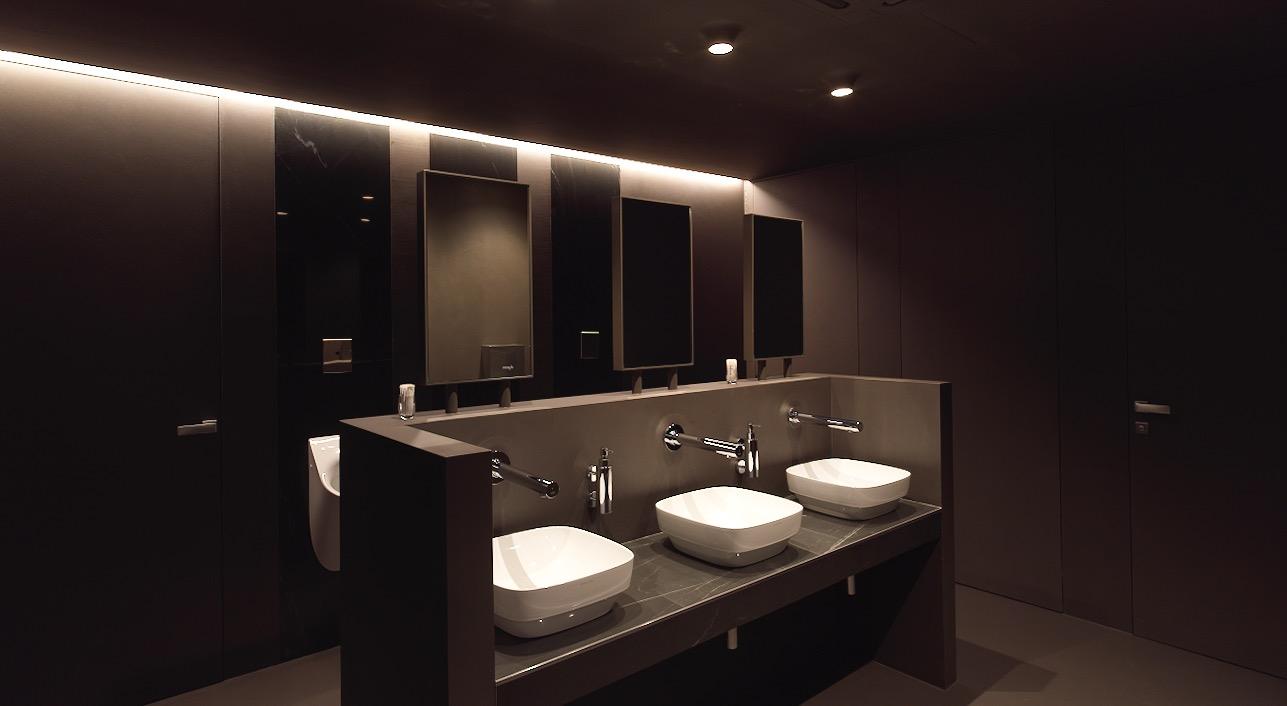 bagno maschile scuro bagno femminile chiaro